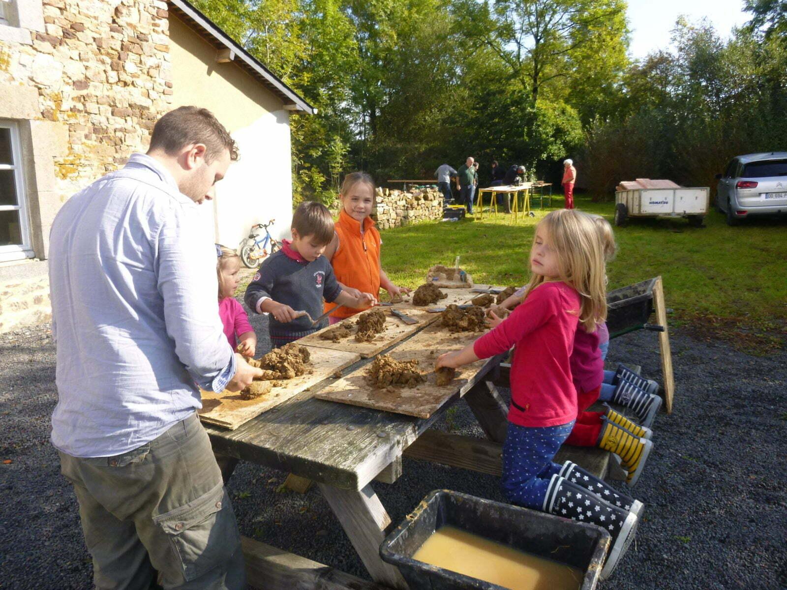 Atelier terre enfants - Pierre & Masse