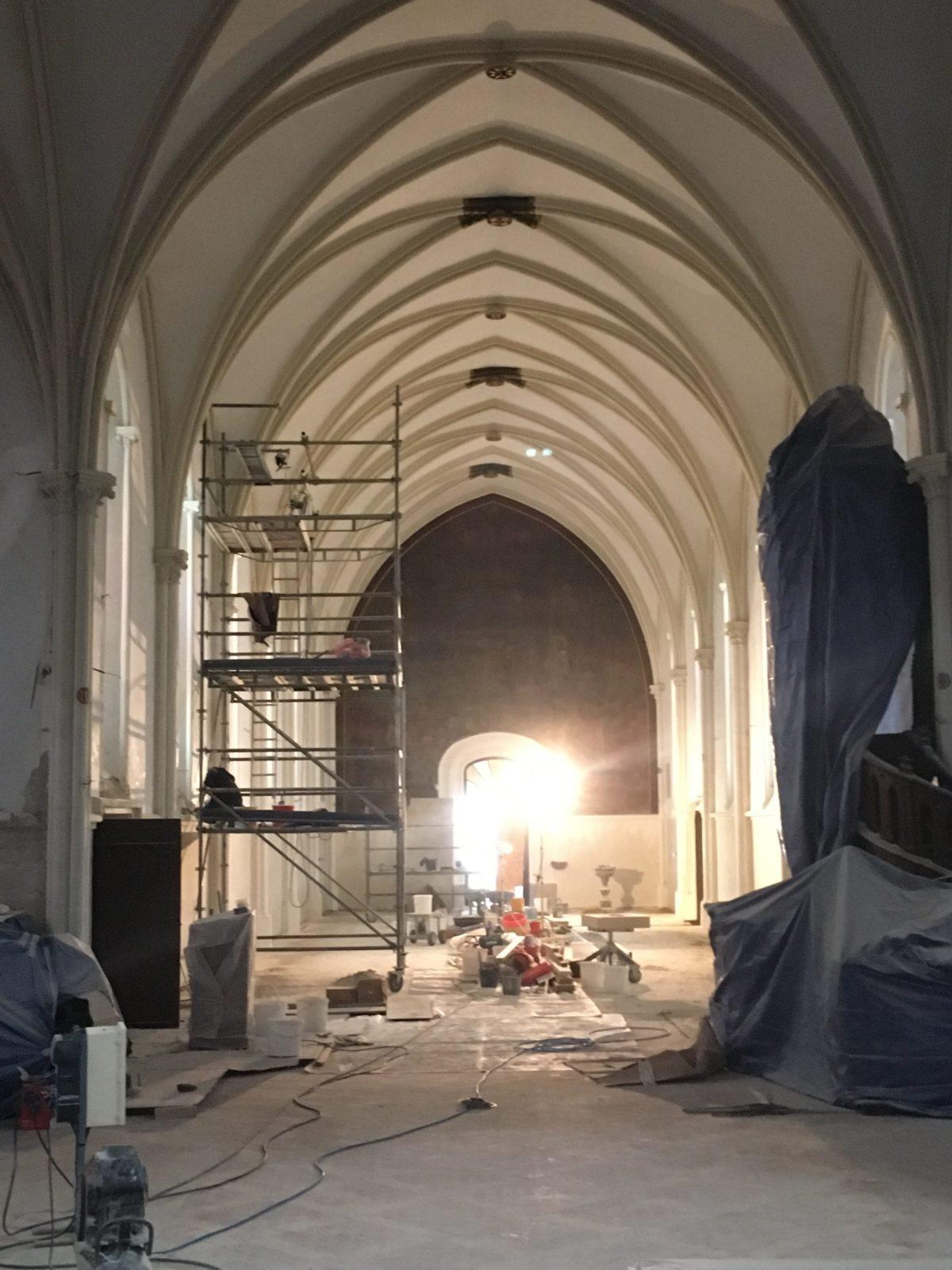 Nef en chantier - Restauration de toile marouflée - Église Saint Vigor